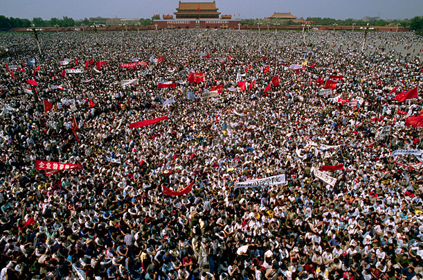tiananmen-1989-0504-crowd