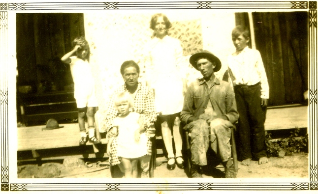 R G Holdaway Family with Johnny Bell early 1930's